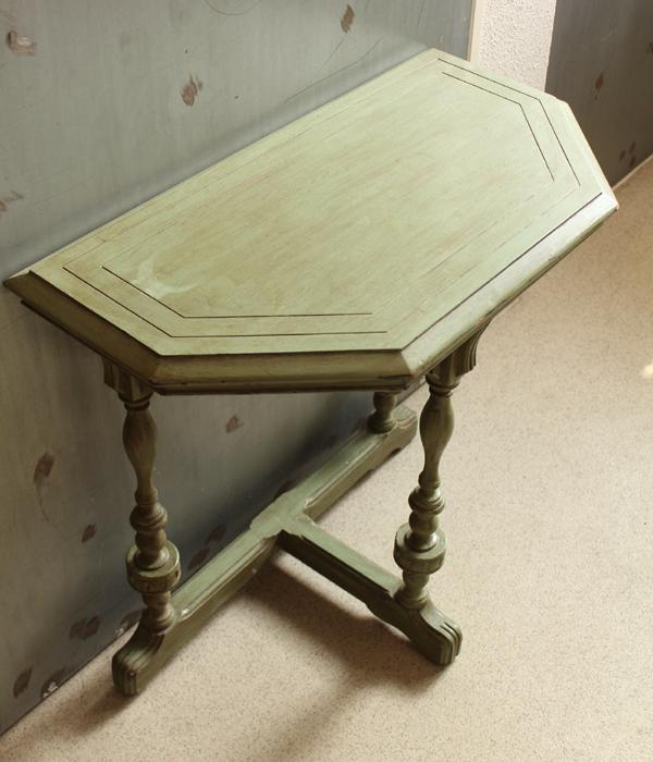 淡いグリーンのコンソールテーブル