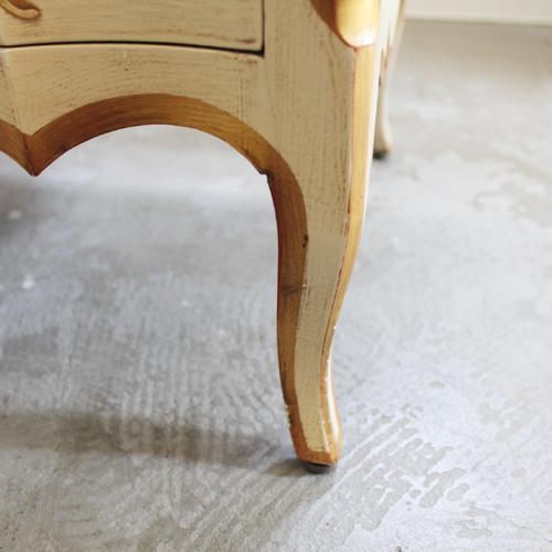 フレンチスタイルのアメリカンファニチャー 脚