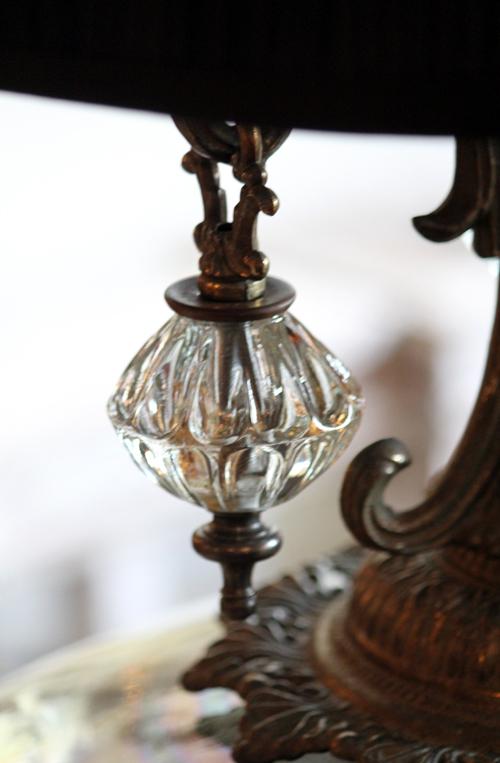 テーブルランプのガラスの飾り