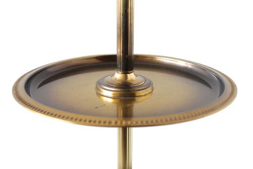 スチール製のテーブル付きランプ