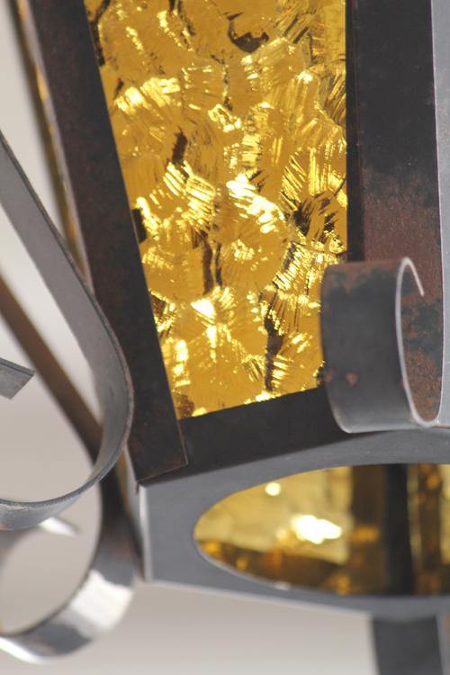 オレンジ色のガラスとアイアンのランプ UP