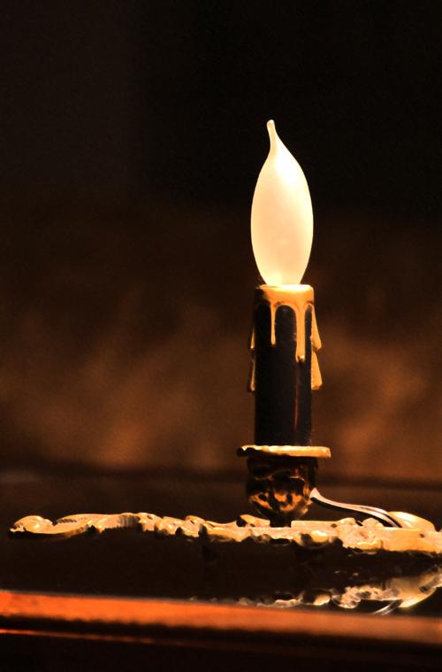 小さな燭台の照明