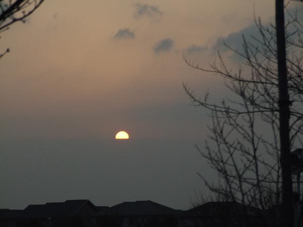 芦屋市総合公園・半分だけの朝陽