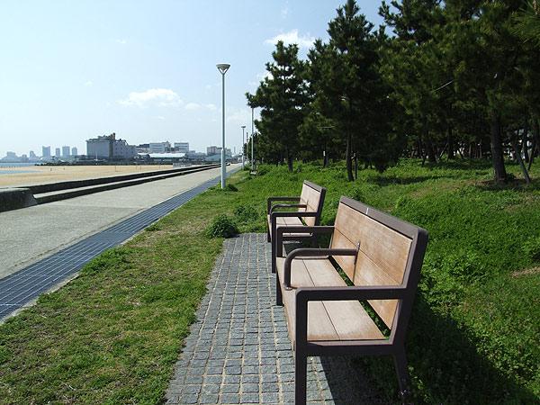 芦屋市総合公園・ビーチのベンチ