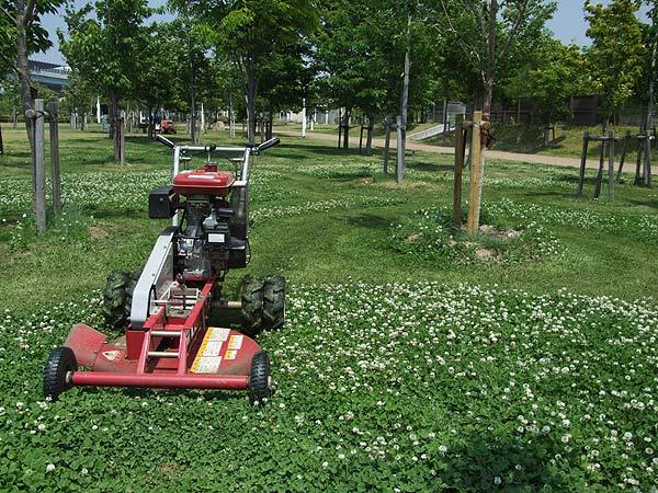 芦屋市総合公園・芝刈り機