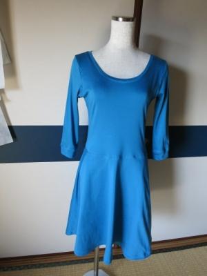 ターコイズブルーのドレス1