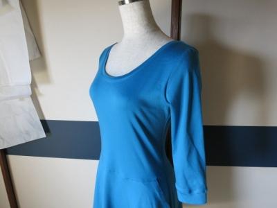 ターコイズブルーのドレス2