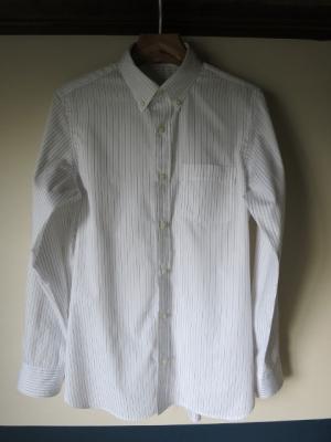 『カジュアルからドレスアップまでのメンズシャツ』 ボタンダウン 前