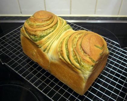 080127杏酵母抹茶シート折込パン