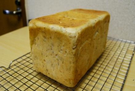 081104ライ麦食パン