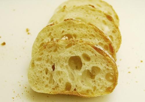 りんご酵母フランスパン断面