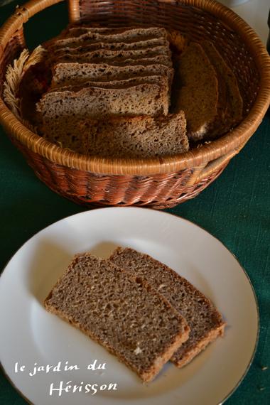 スウェーデンの天然酵母パン.jpg