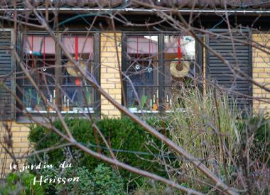 スウェーデン窓辺の飾り.jpg
