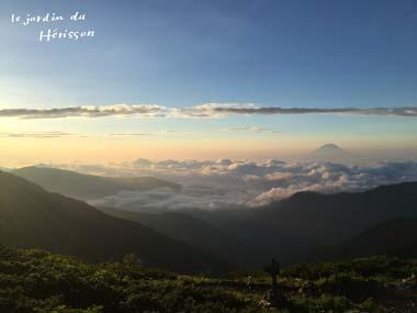 北岳山頂からの朝日.jpg