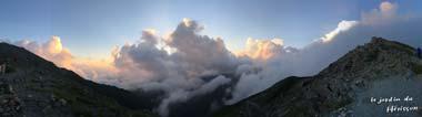 山頂の雲.jpg