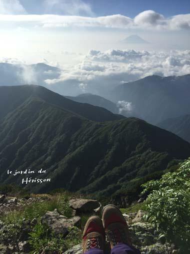 北岳山頂 と私.jpg