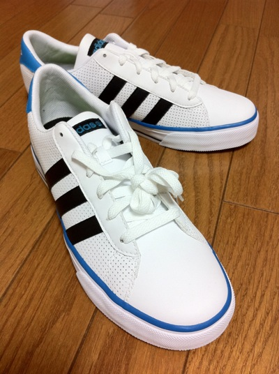 adidas Daily Vulc ランニングホワイト/ブラック/ターコイズ