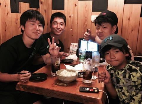 常連客の子供らと大阪で乾杯