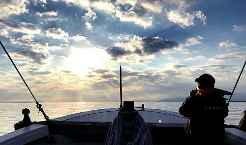 寄島漁港からの漁船