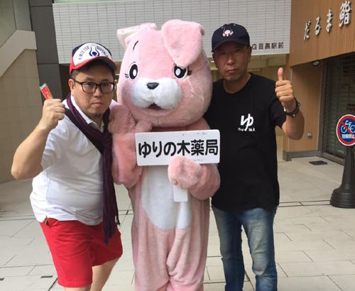 東京目黒駅前で常連客と