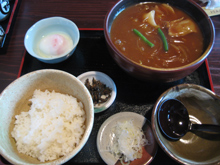 カレーうどん+半ライスにひもかわ麺で¥950円