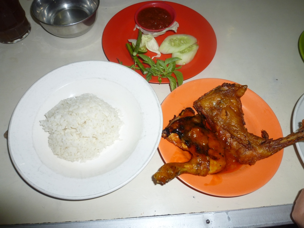 夕食はインドネシア料理