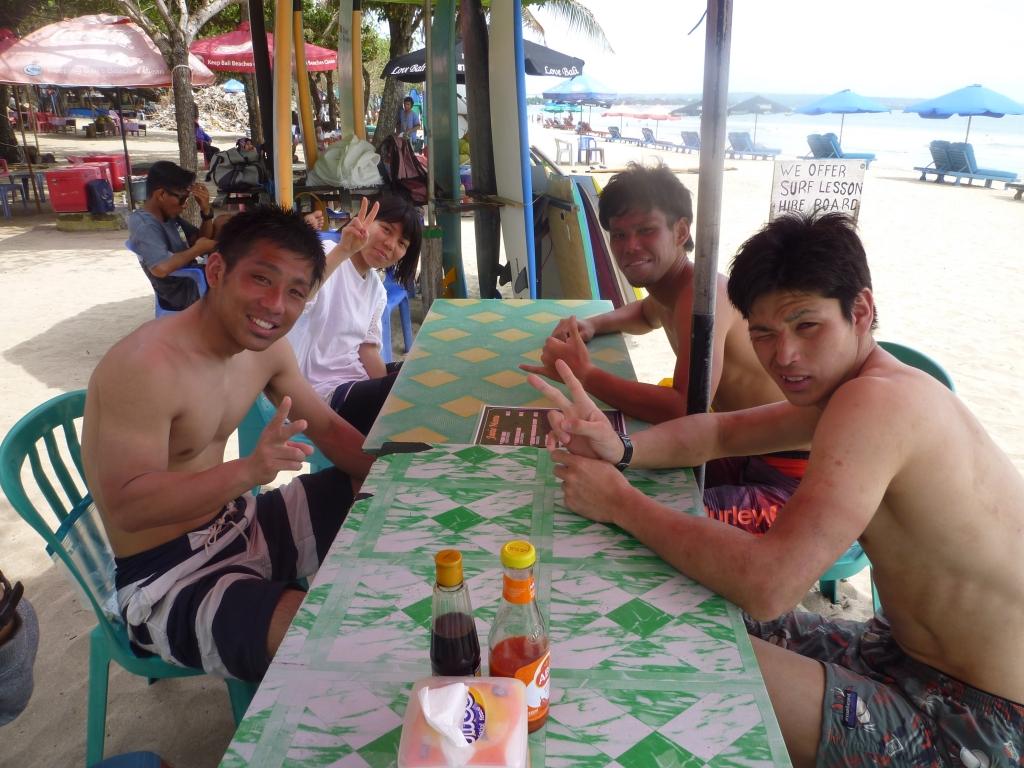 昼ご飯はビーチで
