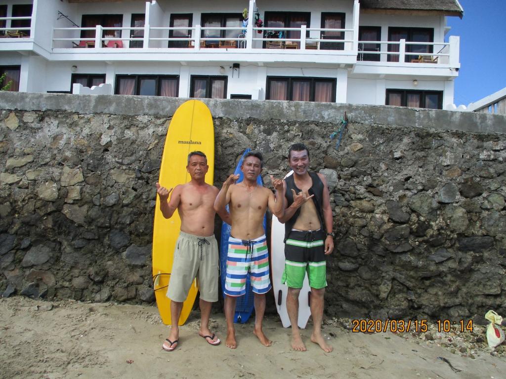 浜辺で三名で