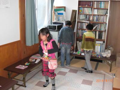 春の特別子ども会:屋台の雑貨コーナー