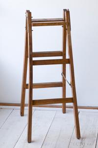 アンティーク,古い,木製,はしご,梯子,ハシゴ,ラダー,脚立,カフェ,雑貨,ショップ,ディスプレイ,什器,クウネル,天然生活