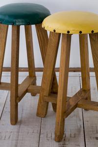 古い,木製,スツール,2脚,セット,グリーン,イエロー,北欧,デザイン,クウネル,天然生活,レトロ,アンティーク,椅子,ショップ,ディスプレイ,インテリア