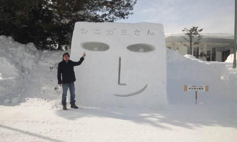 雪像シニガミさん(昼)