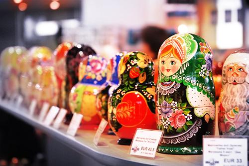 モスクワ空港のスーヴェニアのマトリョーシカ