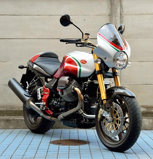 MotoGuzzi V11 Coppa Italia 右斜め前から