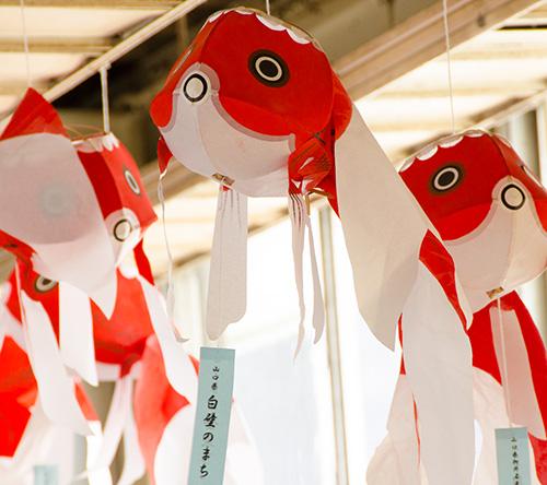広島駅構内の金魚の飾り
