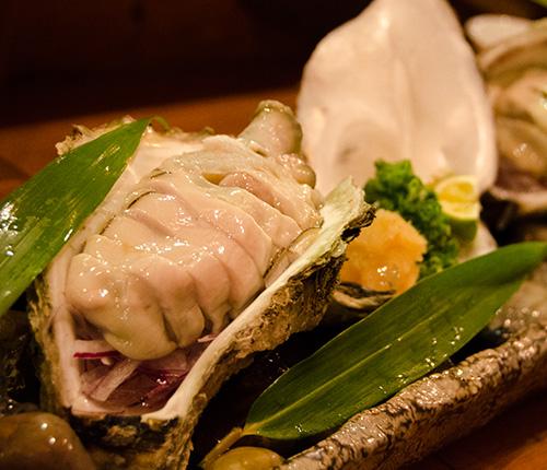 八丁堀の『あんべえ』生牡蠣のスライス