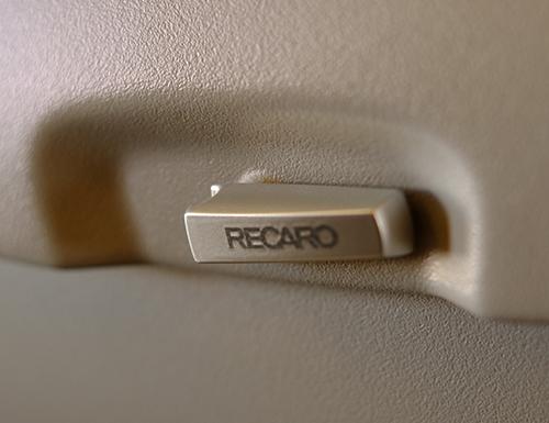 シートはお約束の『RECARO』製。