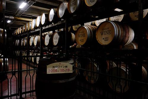 ワイン城地下のビンテージワインの説明
