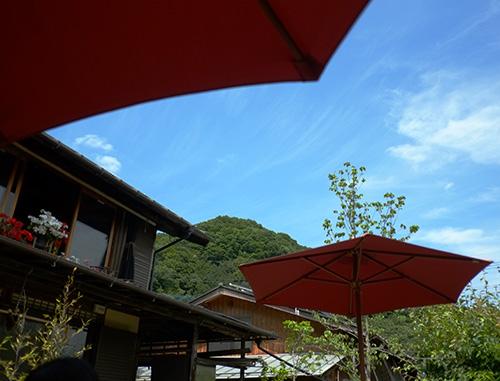 『ビラパワ』ガーデンから見た青空