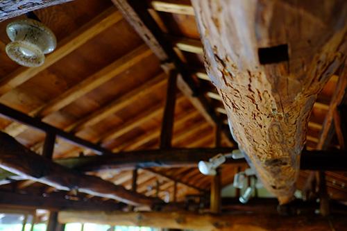 『ビラパワ』二階の梁