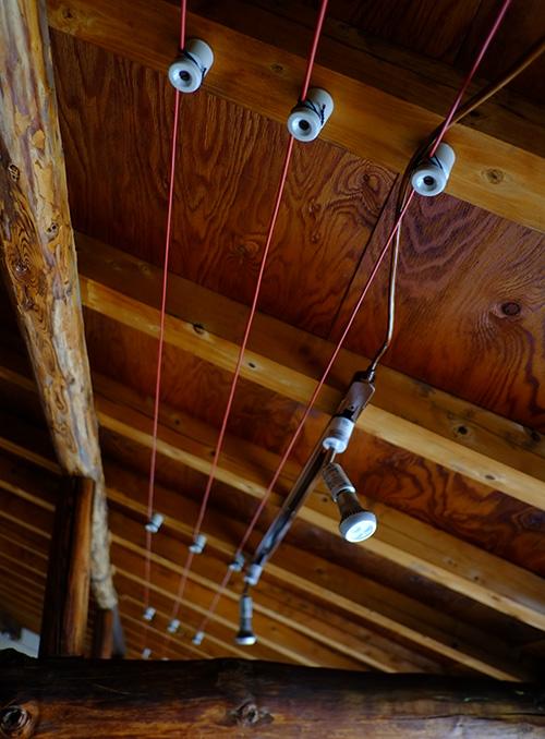『ビラパワ』昔の手法で張って貰ったという電線