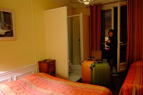 パリ6区リュクサンブール公園真横のホテルの部屋