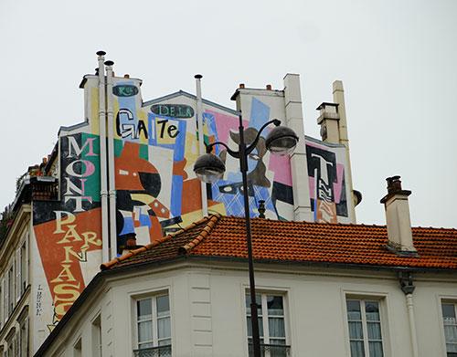 モンパルナスのアパートの壁の絵