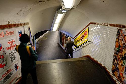 ゲーテ駅ホームに降りる階段