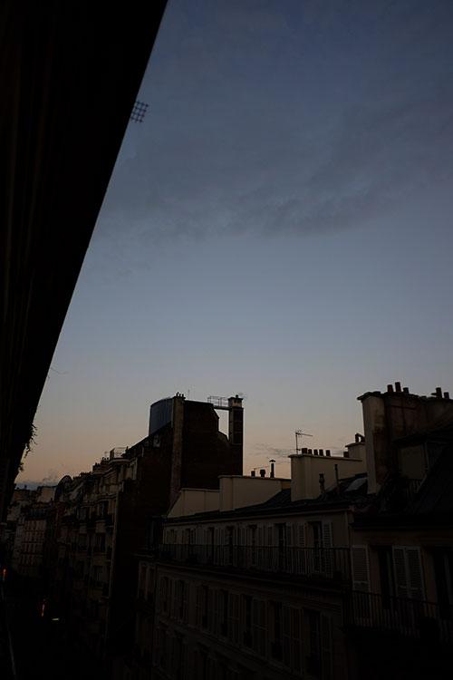 パリ、3日目の夜明け