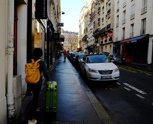 パリ、ホテルをチェックアウト後