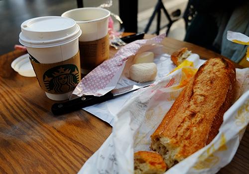 パリ東駅で朝食