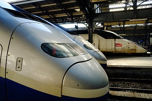 パリ東駅並ぶTGV