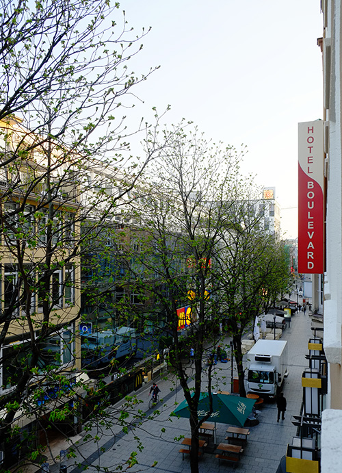 シュトゥットガルト/朝のホテル前の通り