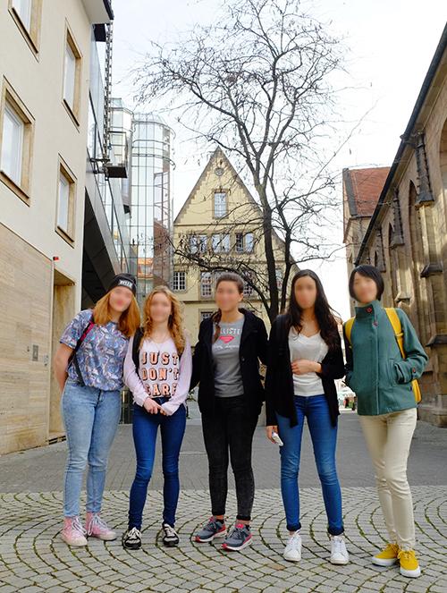 シュトゥットガルト/街中自撮り記念撮影のフランスから来た女の娘達